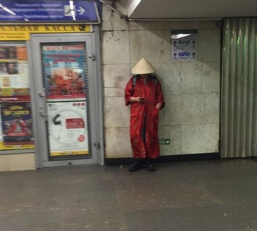 電車や駅で見かけた変った人達の画像(18枚目)