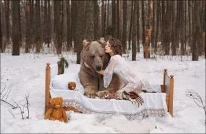 恐ロシア!300kgのヒグマとロシア美人のアート写真が凄い!!の画像(9枚目)