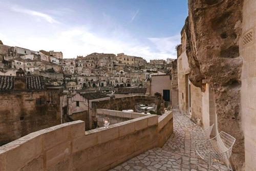 イタリアの洞窟がそのまま住宅街の画像(16枚目)