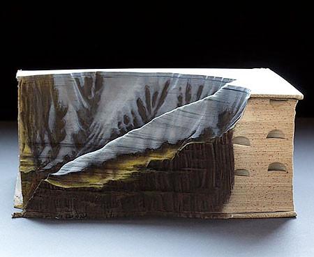 【画像】分厚い本が絶景になる!本を使ったアートが凄い!!の画像(2枚目)