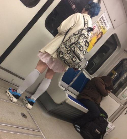 電車や駅で見かけた変った人達の画像(37枚目)
