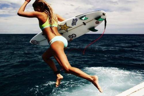 可愛くて魅力的なサーフィンしている女の子の画像の数々!!の画像(8枚目)