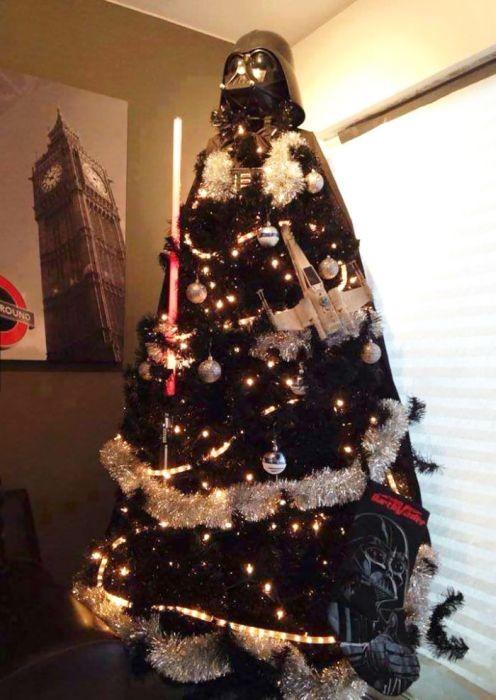 カオスなクリスマスツリーの上の飾りの画像(21枚目)