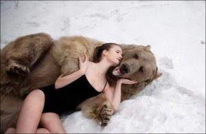 恐ロシア!300kgのヒグマとロシア美人のアート写真が凄い!!の画像(11枚目)