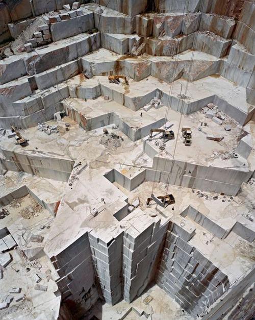 【画像】大理石の採掘場がゲームや物語のダンジョンみたいで凄すぎる!!の画像(10枚目)