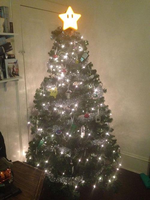 カオスなクリスマスツリーの上の飾りの画像(17枚目)