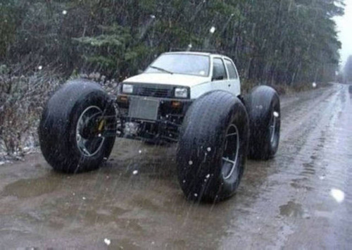 【画像】とりあえず目を引く!かっこ良かったり悪かったりする自動車のカスタム!!の画像(10枚目)