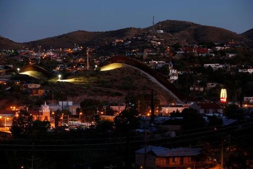 アメリカとメキシコの間の壁の画像(11枚目)