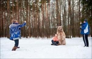 恐ロシア!300kgのヒグマとロシア美人のアート写真が凄い!!の画像(25枚目)