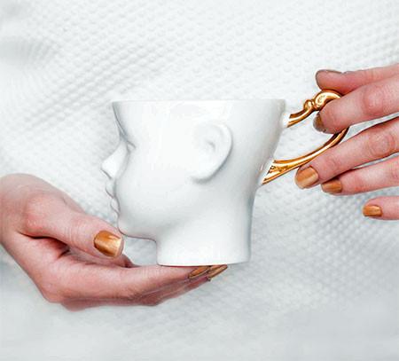 【画像】ちょっとカオスな人の頭のコーヒーカップ…の画像(3枚目)