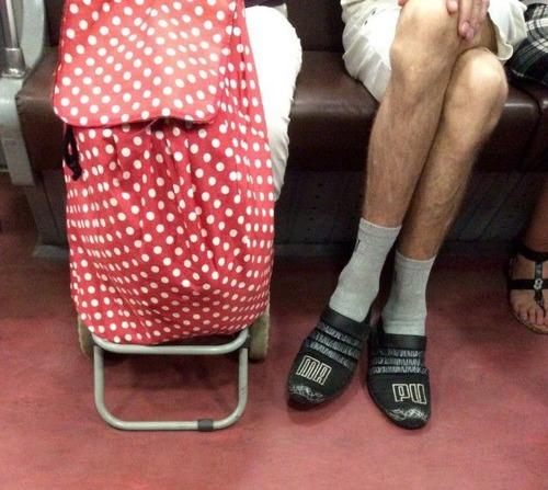 電車や駅で見かけた変った人達の画像(35枚目)