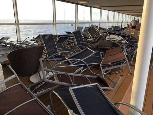 全長348mの超巨大船「アンセム・オブ・ザ・シーズ」の台風の被害が悲惨すぎる!!の画像(3枚目)