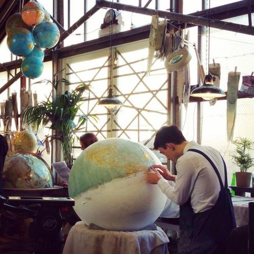 もはや芸術!手作りの地球儀「アトモスフェア」の製作風景が凄い!!の画像(5枚目)