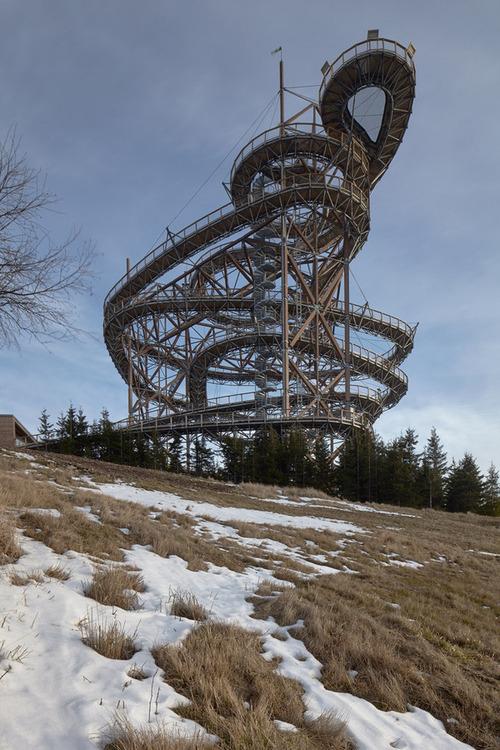 【画像】チェコ共和国にある超巨大で超怖過ぎる滑り台!!の画像(3枚目)