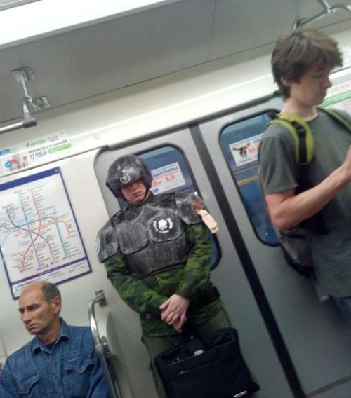 電車や駅で見かけた変った人達の画像(19枚目)