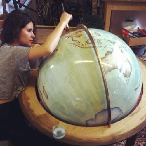 もはや芸術!手作りの地球儀「アトモスフェア」の製作風景が凄い!!の画像(12枚目)