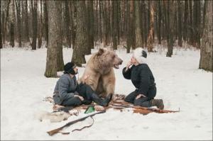 恐ロシア!300kgのヒグマとロシア美人のアート写真が凄い!!の画像(19枚目)