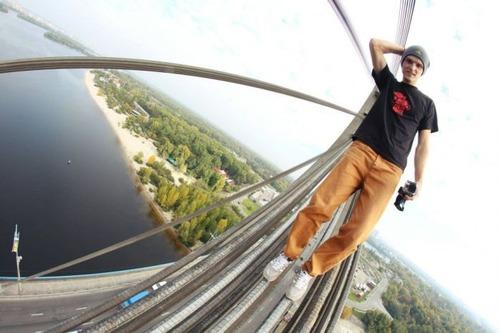 怖すぎる!超高層ビルで撮る自撮り写真!!の画像(6枚目)