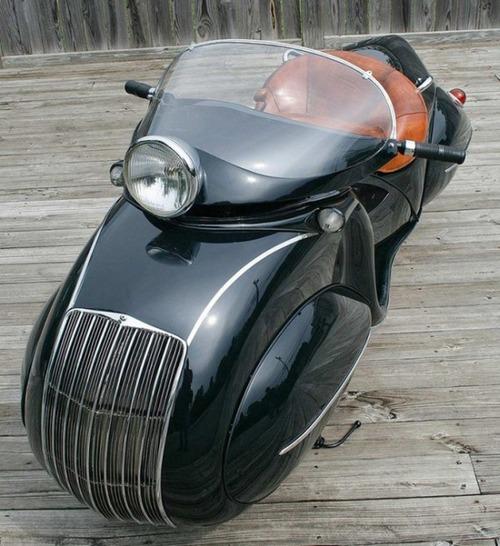 古いけど未来的!?50年以上前に作られたバイクがカッコいい!!の画像(1枚目)