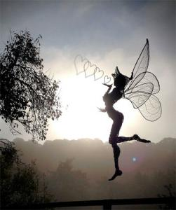 【画像】生きてるみたい!針金で再現された妖精が凄い!!の画像(3枚目)