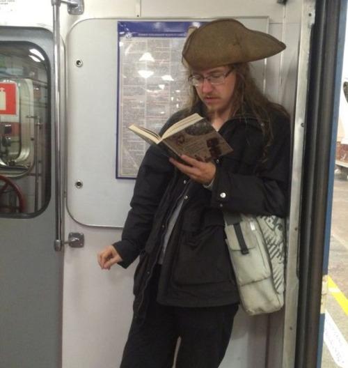 電車や駅で見かけた変った人達の画像(32枚目)