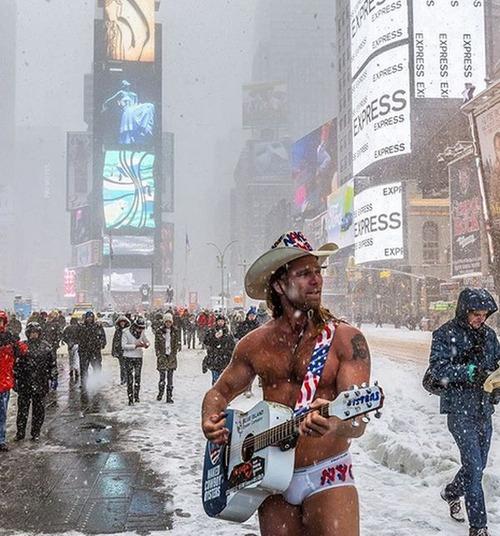【画像】大雪のニューヨークで日常生活が大変な事になっている様子!の画像(13枚目)