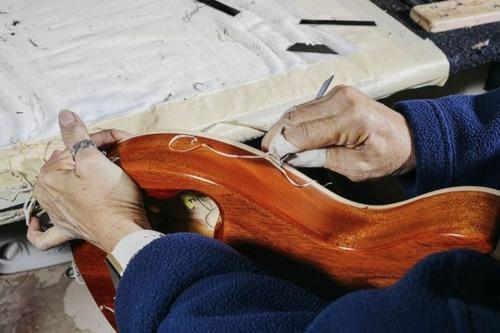 丹精込めて手作りされる超高級ギターのギブソン・レスポールの製作風景の画像の数々!!の画像(9枚目)
