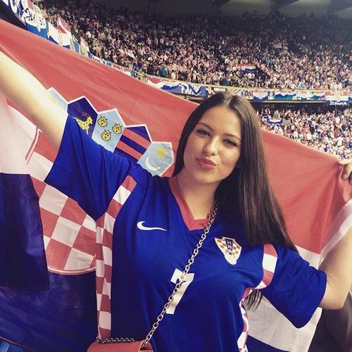 綺麗なサッカーのサポーターのお姉さんの画像の数々!!の画像(3枚目)