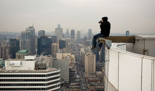 怖すぎる!超高層ビルで撮る自撮り写真!!の画像(9枚目)