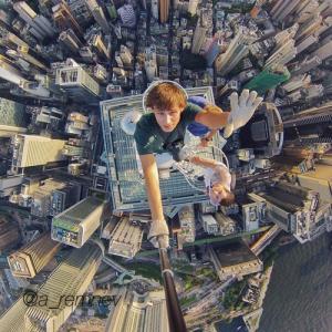 とりあえず高い所に来たので記念撮影をした写真が高すぎて本当に怖いwwの画像(5枚目)