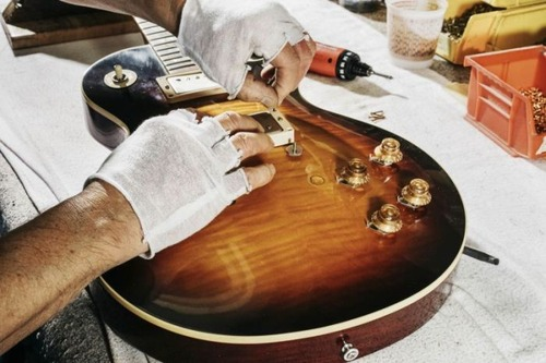 丹精込めて手作りされる超高級ギターのギブソン・レスポールの製作風景の画像の数々!!の画像(10枚目)