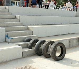 【画像】廃棄タイヤが不思議なアートに変身!の画像(9枚目)