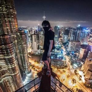 とりあえず高い所に来たので記念撮影をした写真が高すぎて本当に怖いwwの画像(23枚目)