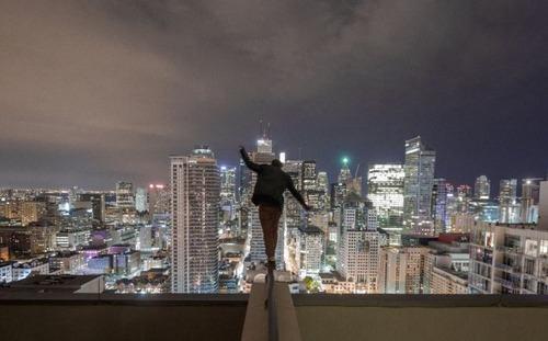 怖すぎる!超高層ビルで撮る自撮り写真!!の画像(16枚目)