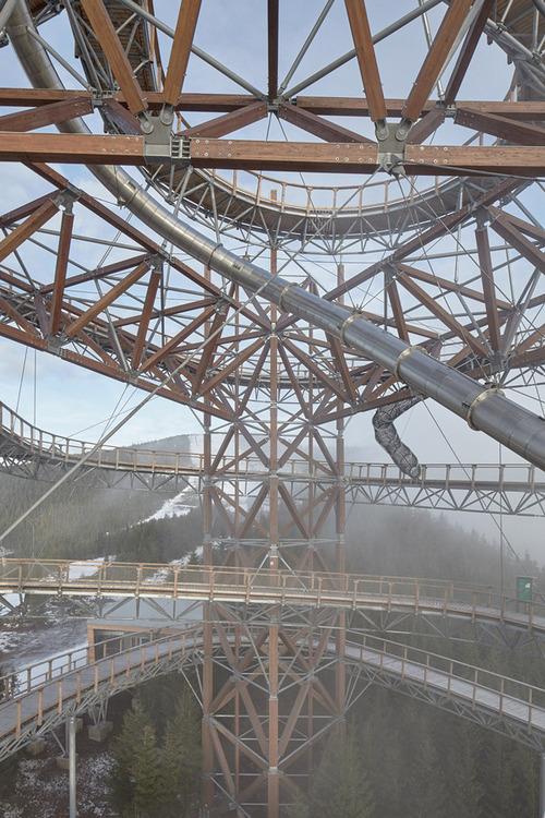 【画像】チェコ共和国にある超巨大で超怖過ぎる滑り台!!の画像(8枚目)