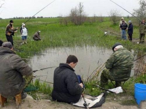 カオスなところで釣りをしている人達の画像(30枚目)