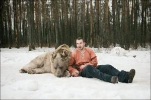 恐ロシア!300kgのヒグマとロシア美人のアート写真が凄い!!の画像(23枚目)