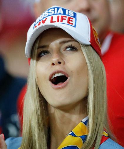 綺麗なサッカーのサポーターのお姉さんの画像の数々!!の画像(19枚目)