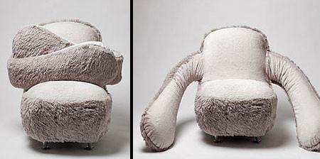 淋しい時に慰めてくれる!抱きつく椅子、ハグチェアーが優しそうwwwの画像(1枚目)