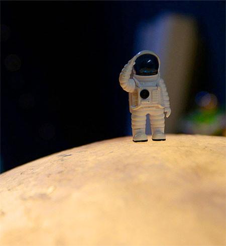 【画像】満月そのままのランプ「Full Moon Lamp」が凄い!!の画像(5枚目)