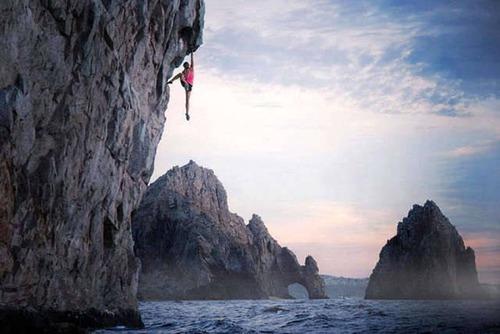 高くて怖い!!高所での怖すぎる記念写真の数々!!の画像(2枚目)
