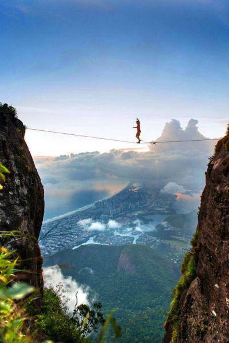 高くて怖い!!高所での怖すぎる記念写真の数々!!の画像(29枚目)