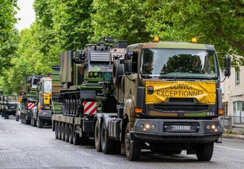 戦車が運べる超大型キャリアカーの画像(12枚目)