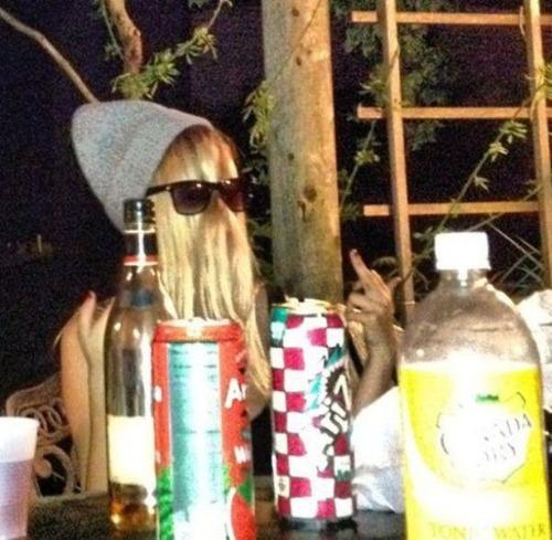 酒は飲んでも飲まれるな!おいしそうに酒を飲んでいる人と飲まれている人の画像の数々!!の画像(15枚目)