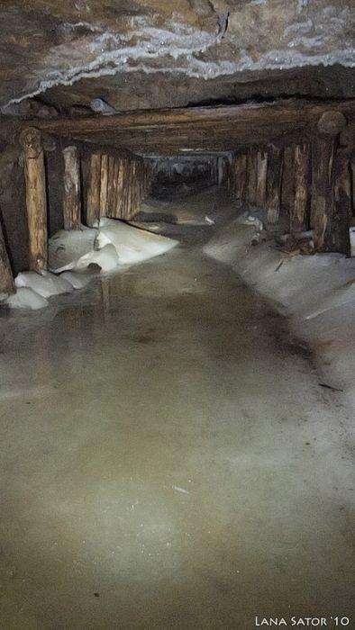小さな小屋の床下に巨大な洞窟の画像(11枚目)