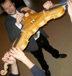 3人同時に弾けるバイオリン!これなら喧嘩にならない!!の画像(8枚目)