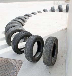 【画像】廃棄タイヤが不思議なアートに変身!の画像(11枚目)