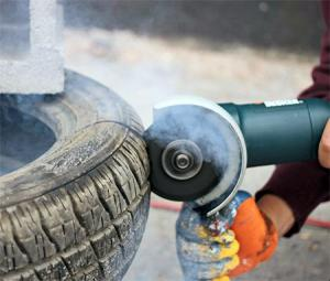 【画像】廃棄タイヤが不思議なアートに変身!の画像(2枚目)