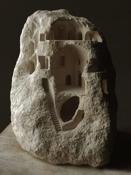 大理石を切り抜いて作った神殿のミニチュア13
