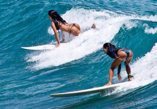 可愛くて魅力的なサーフィンしている女の子の画像の数々!!の画像(42枚目)